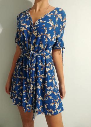 Чайное платье в цветочный принт