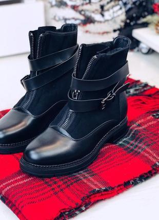Стильные зимние ботинки с ремешком