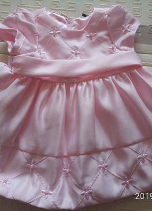 Платье нарядное на 6 месяцев.