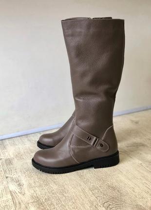 Зимние кожаные сапоги на низком ходу