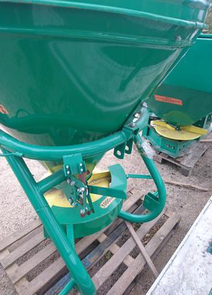 Разбрасыватель минеральных удобрений МВУ-700 для трактора