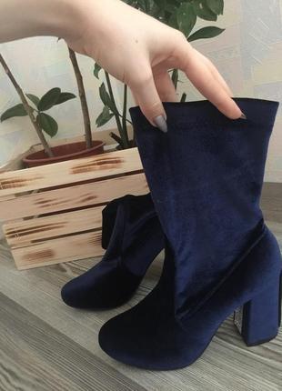 Бархатные ботильоны на каблуке синего цвета с камнями. размер 38.