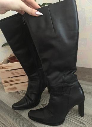 Натуральная кожа. зимние чёрные сапоги на каблуке с острым нос...