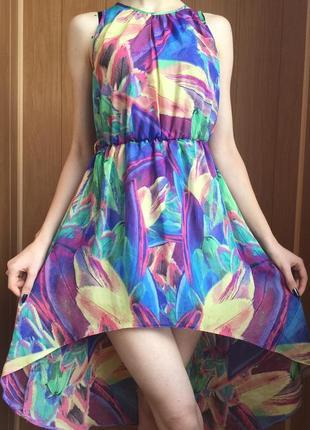 Разноцветное платье в принт. лёгкое и воздушное. на подкладке....