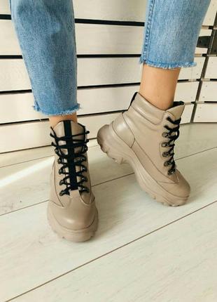 Кожаные ботинки на массивной подошве зима