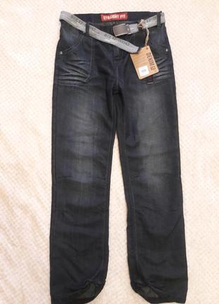 Синие джинсы для мальчика с ремнем