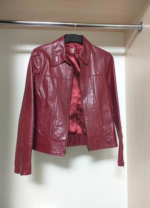 Кожаная бордовая куртка пиджак