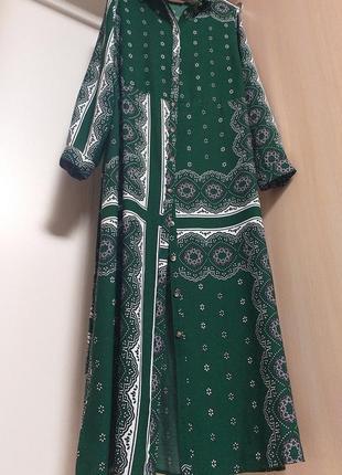 Длинное платье халат с длинным рукавом с поясом в белый орнамент