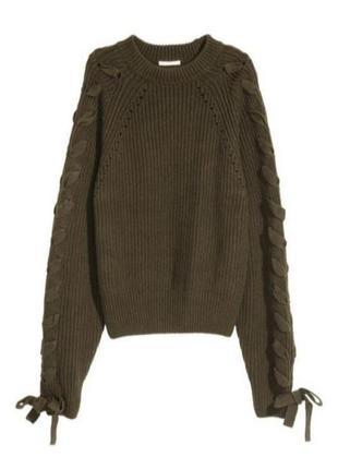 Теплый плотный свитер со шнуровкой на рукавах