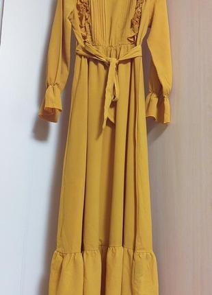 Длинное макси платье с рюшами