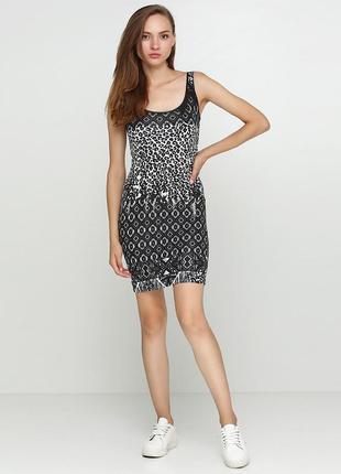 Новое летнее облегающее платье сарафан черно-белый принт strad...