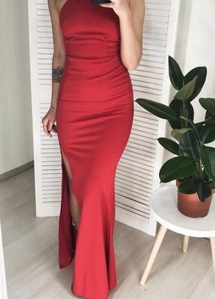 Шикарное вечернее красное платье макси с открытой спиной и раз...