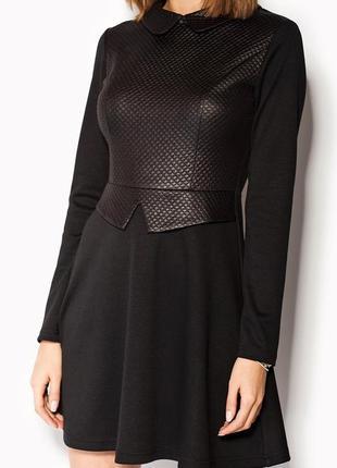 Платье черное расклешенное с воротничком cardo