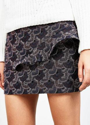Очень клевая качественная жаккардовая мини юбка с рюшей высока...