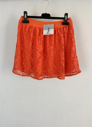 Летняя кружевная оранжевая мини юбка stradivarius