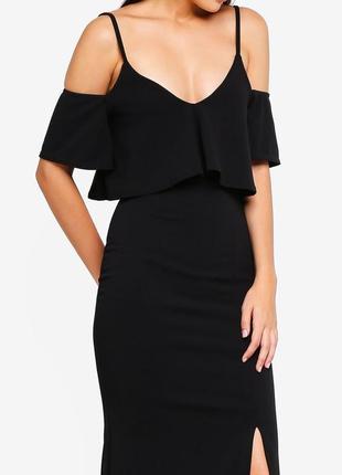 Черное вечернее приталенное платье макси с воланом и разрезом ...