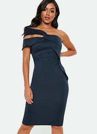 Темно-синее вечернее облегающее платье миди на одно плече