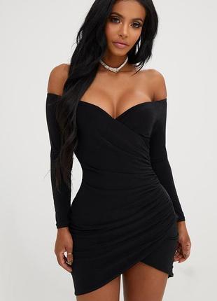 Вечернее черное привлекательное облегающее мини платье открыты...