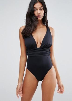 Идеальный черный слитный купальник с присборенной тканью на та...