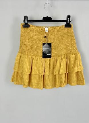 Горчичная легкая юбка с оборками jennyfer