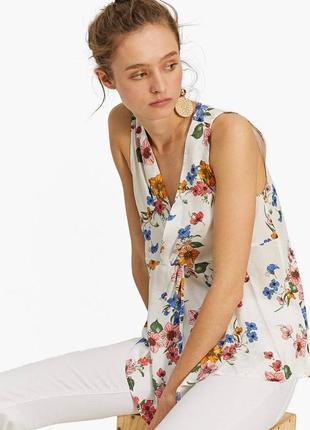 Легкая летняя вискозная белая блуза с цветочным принтом без ру...