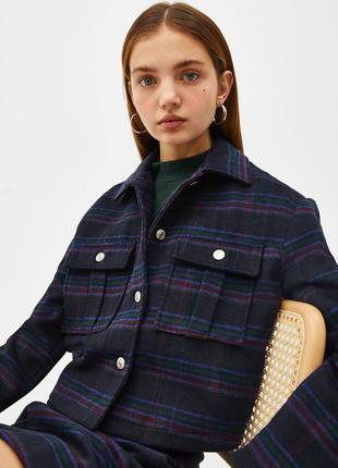 Шерстяная укороченная куртка жакет в клетку на пуговицах bershka