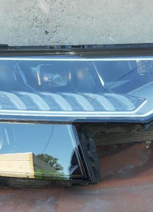 Audi Q8 Фара 4M8941784  4M8941036