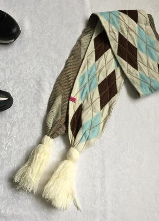 Модный шарф с орнаментом аргайл.