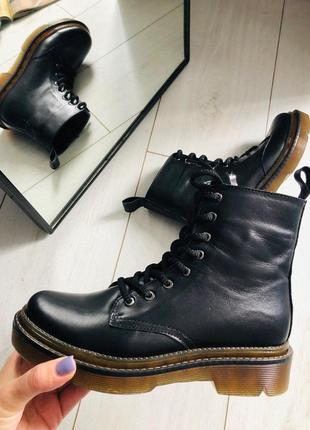 Женские черные кожаные зимние ботинки на цигейке