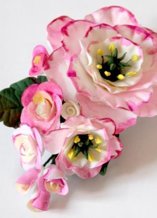 """Заколка/брошь  с цветами """"розовые эустомы c розами""""."""