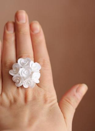 """Кольцо ручной работы """"белые розы"""""""