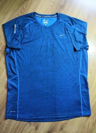 Отличная спортивная беговая футболка в классном дизайне nike r...