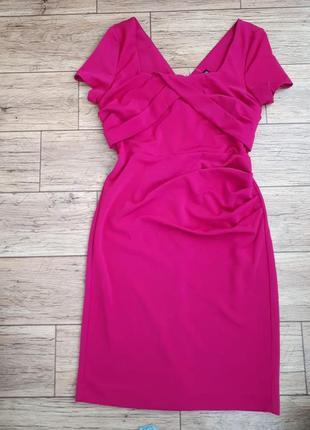 Новое платье карандаш с драпировкой красивое декольто и v-выре...