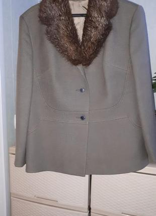 Итальянское шерстяное пальто с меховых воротником полупальто н...