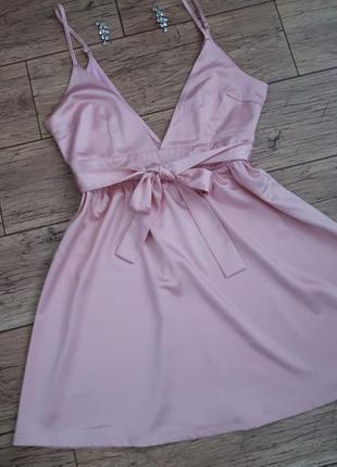 Вечернее и повседневное платье глубокое декольте и открытая сп...