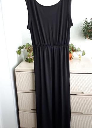 Черное макси платье с разрезами сбоку сзади вырез