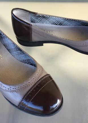 Кожаные туфли - балетки с лаковым носком и пяткой !