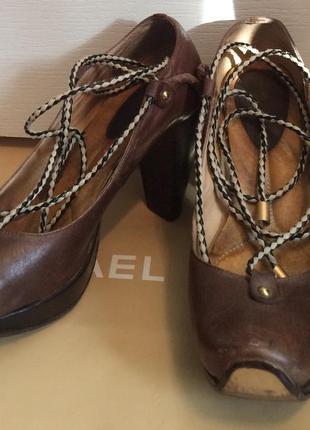 Кожанные суперские туфли на шнурках miraton