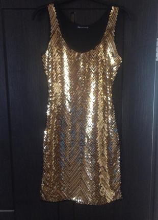 Праздничное блестящее платье в пайетках  !