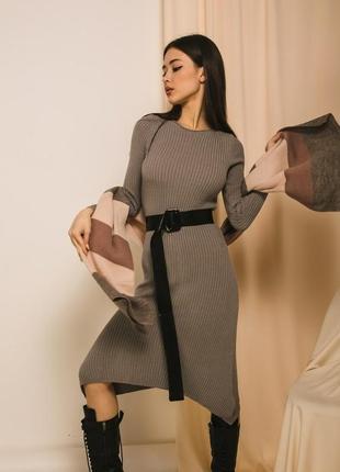 Базовое платье в рубчик с поясом
