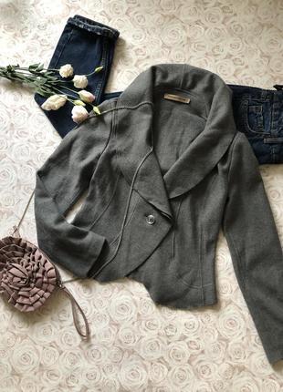 Серый красивый теплый шерстяной пиджак. коллекция 2017