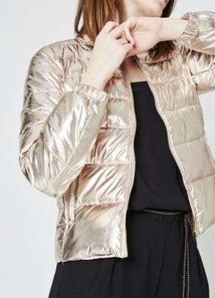 Золотистая теплая куртка