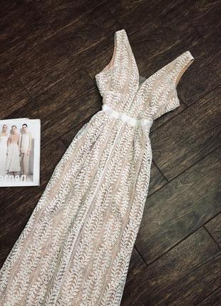 Шикарное кружевное платье в пол от lucy wang