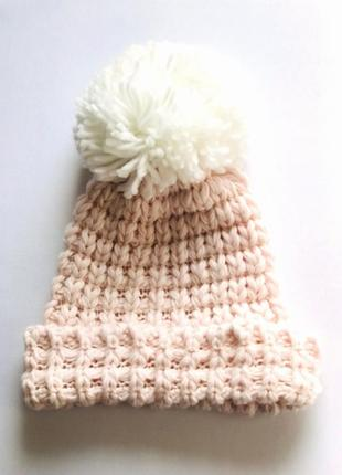 Мягкая  интересная шапка бини фактурной вязки, с большим помпо...