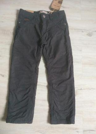 Серые котоновые брюки на флисе для мальчика 116-146. венгрия