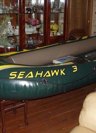 Лодка надувная 3-х местная длиной 3 м.
