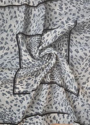 Шелковый платок серо-черный леопард ручная работа