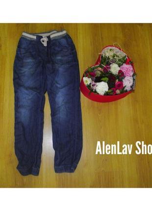 Яркие качественные фирменные котон джинсы mom тренд этого года...