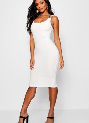Новое фирменное приталенное платье