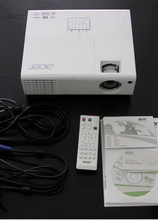 3D проектор,пристрій для читання флешок,і 10 3D очків